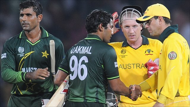 Australia&amp;apos;s Ricky Ponting shakes hands with Pakistan batsman Umar Akmal 