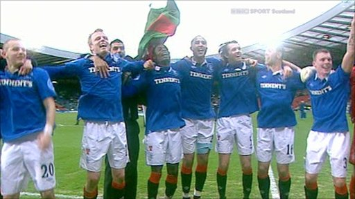 Rangers players celebrate thier Cup victory