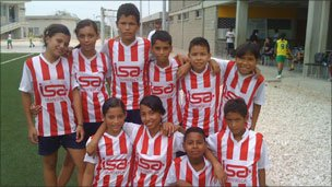 A football team at the Futbol Con Corazon project in Colombia