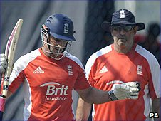 Andrew Strauss (left) and Graham Gooch