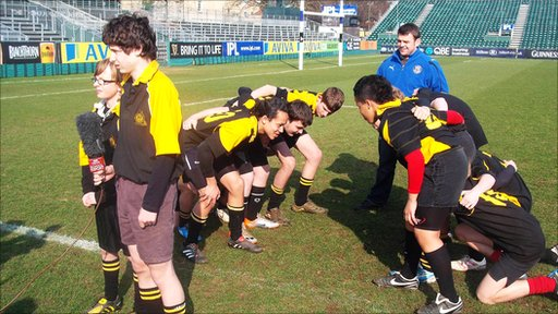 Bath and England hooker Lee Mears helps explain the scrum with the help of the pupils