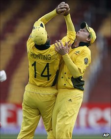 Ricky Ponting and Steve Smith collide
