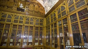 Shakespeare room rebuilt for new Birmingham library (UK)