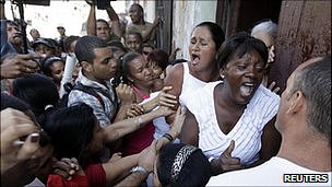 Ladies in White scuffle with pro-government supporters in Havana. 19 March 2011