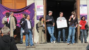 Lecturers&#039; picket line at SOAS (24.03.11)
