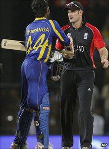 England captain Andrew Strauss shakes hands with Sri Lanka opener Upul Tharanga