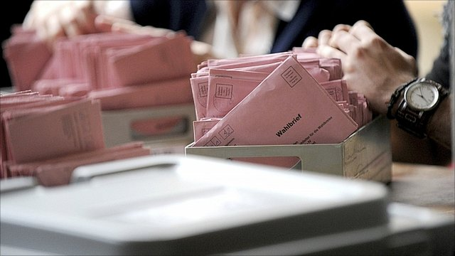 Election officials count postal votes in Germany