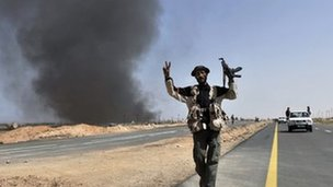 Libyan rebels on the road from Bin Jawad (28 March 2011)