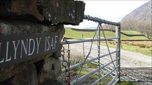 Llyndy Isaf sign