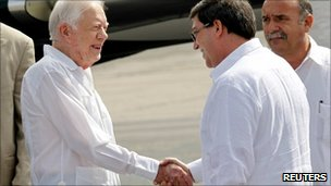 Former US president, Jimmy Carter shakes hands with Cuba's Foreign Minister, Bruno Rodriguez at Havana's Jose Marti airport