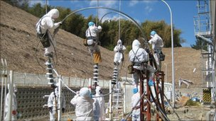 Efforts to stem Japan plant leak