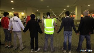 Anti-government protesters form a human chain at the Salmaniya Hospital fearing an attack by riot police in Manama, 15 March
