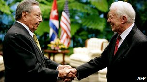 Cuban President Raul Castro shaking hands with former US President Jimmy Carter in Havana