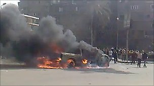 Police officer's car on fire in Maadi (YouTube video)