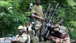 Members of Pro-Ouattara forces hold their weapons on 29 March 2011  in Duekoue