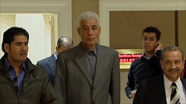 Libyan Foreign Minister Moussa Koussa (centre)