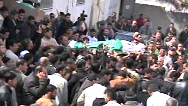 Body carried through funeral march in Gaza