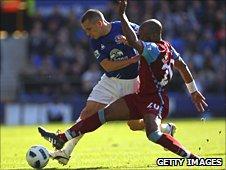 Leon Osman tangles with Villa's Nigel Reo-Coker