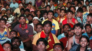 Sri Lanka fans watch in Colombo as India closes in on victory