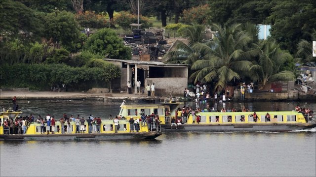 Youth supporters of Ivory Coasts President Laurent Gbagbo take a boat to the presidential palace in Abidjan 