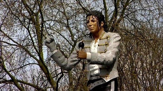 Michael Jackson statue