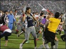 Zamalek fans invade pitch