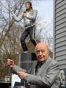 Mohamed Al Fayed unveils statue of Michael Jackson