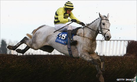 Peter Buchanan riding Silver By Nature at Chepstow in 2009