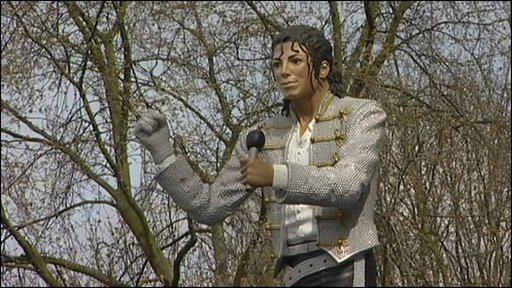 Michael Jackson statue at Fulham!