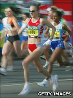 Paula Radcliffe running in London marathon in April 2003