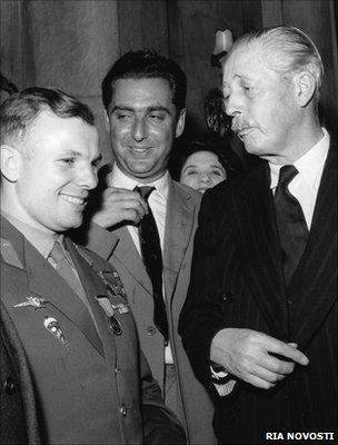 Gagarin meets MacMillan (RIA Novosti)