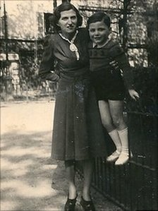 Michel Sztulzaft with his mother in 1947 in a park in Paris