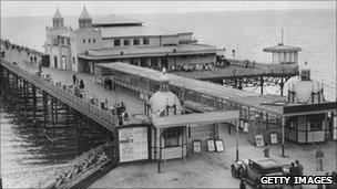 Colwyn Bay pier circa 1930