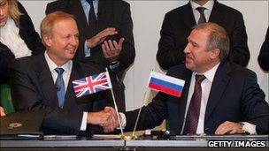 BP's Bob Dudley shakes hands with Rosneft's Eduard Khudainatov at the signing of the Arctic exploration deal