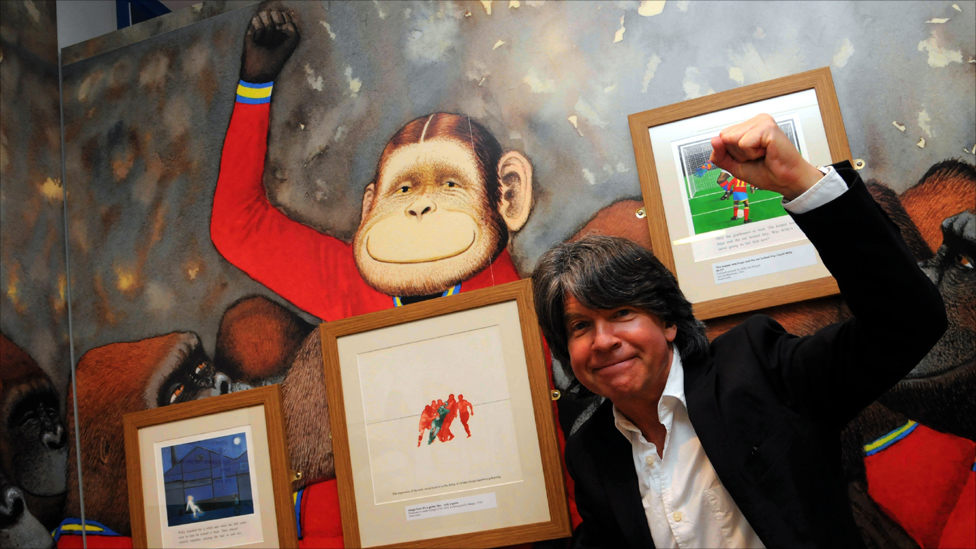 _52069015_anthony-browne-with-his-inf.jp