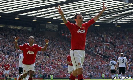 Dimitar Berbatov (right) celebrates Manchester United's opening goal