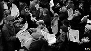 Citizens in Moscow reading newspapers after Gagarin's flight