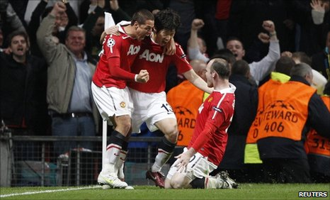 Manchester United goalscorers Javier Hernandez and Park Ji-sung celebrate with team-mate Wayne Rooney
