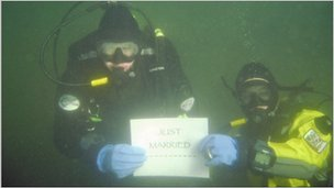 Underwater wedding. Photo: Geoff Parkins