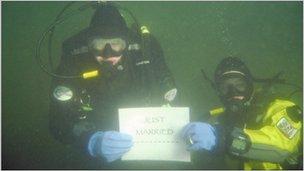 Underwater wedding. Photo: Geoff Parkins