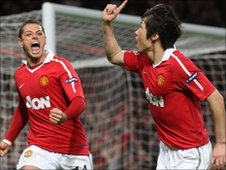 Javier Hernandez and Ji Sung Park
