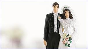 Figures on wedding cake