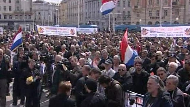 Crowds gather in Zagreb