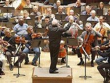 Leonard Slatkin conducting