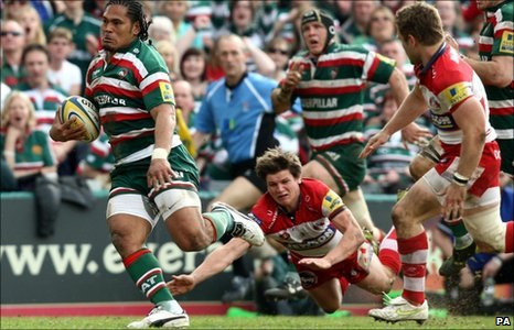 Leicester Tigers' Alesana Tuilagi breaks through to score his second try