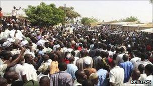 Voters at Daura, in Katsina state in northern Nigeria, 16 April 2011