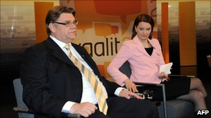 True Finns leader Timo Soini (left) debates with Centre Party leader Mari Kiviniemi in Helsinki, 14 April