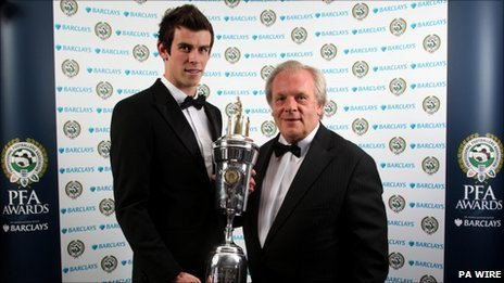 Gareth Bale and Gordon Taylor of the PFA