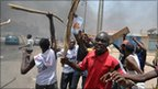 People protest against the apparent presidential election result in Nigeria&#039;s northern city of Kano (18 April 2011)
