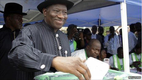Goodluck Jonathan casting his vote on 16 April 2011